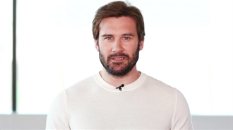 Clive Standen Reads Your Tweets